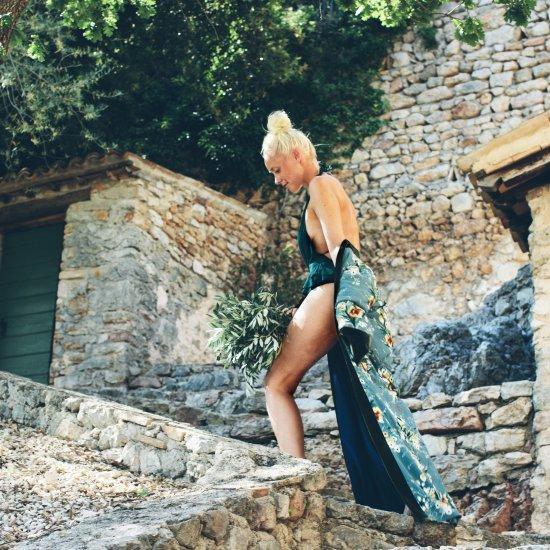 Monokini & Green Robe Trend